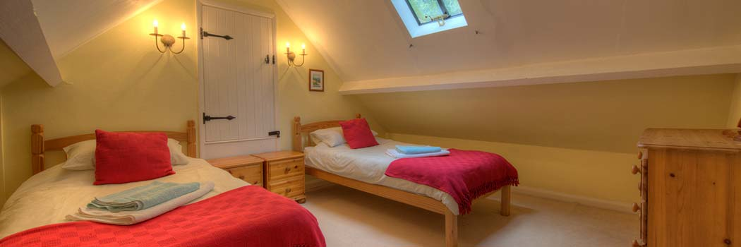Attic Twin Bedroom - cottage for hire Minehead