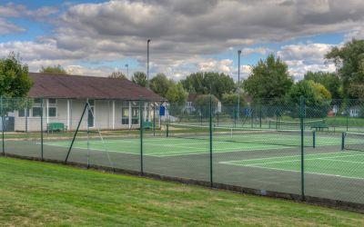 28 - Isis Lake - tennis